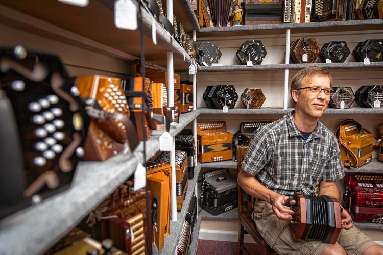 English concertina, showroom